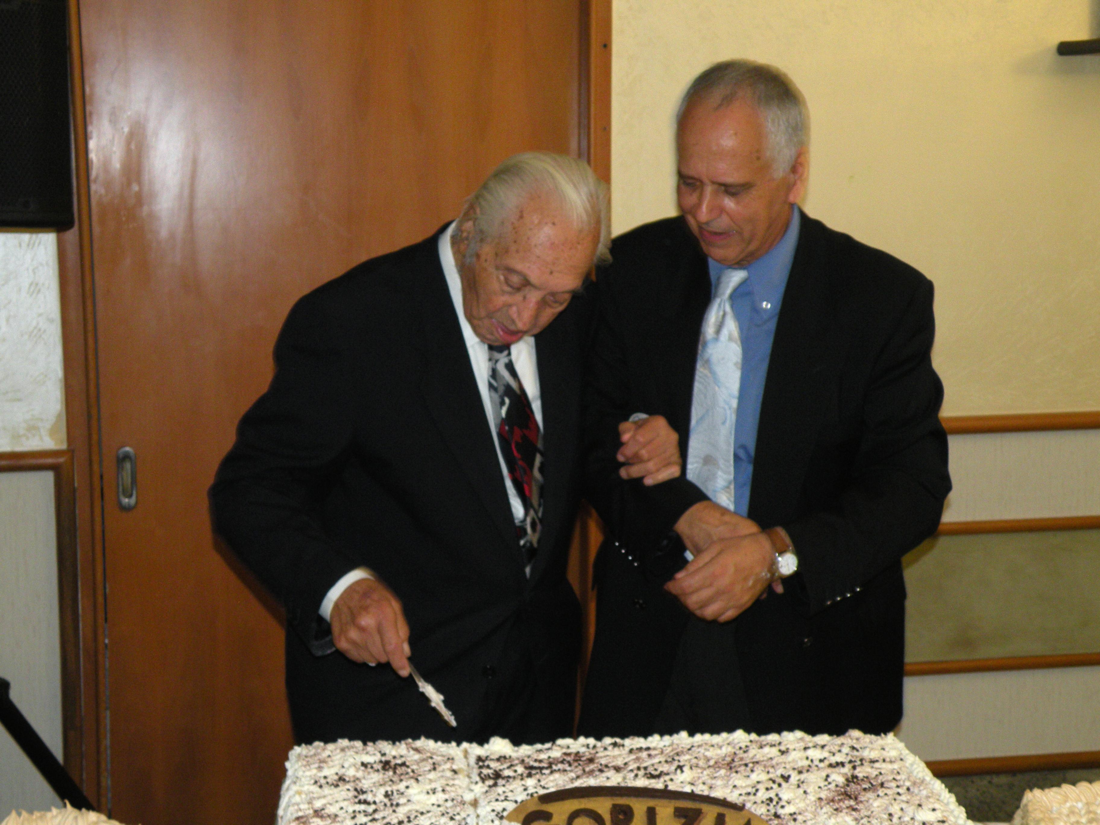 il taglio della torta: don Salvatore e Antonio Grasso